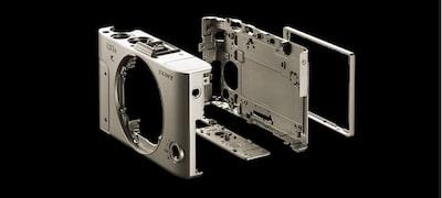 XGA OLED Tru-Finder with retractable design